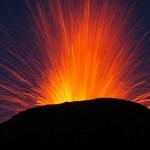 The eruption starts with strombolian explosions. © Marc Szeglat
