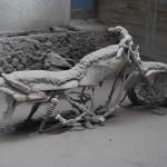 Volcanic ash covered a motorbike. © Marc Szeglat