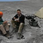 Chris und ich in einem Bombentrichter im Südkrater.