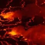 Die abgekühlten Platten aus Basaltlava wandern wie Kontinente über den Lavasee.