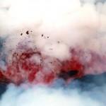 Die Lavafontänen werden durch aufsteigende Gasblasen verursacht. Diese Aufnahme zeigt eine platzende Lavablase.