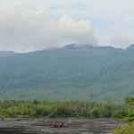 Der 1335 m hohe Vulkan Dukono liegt auf der indonesischen Inseln Halmahera. © Marc Szeglat