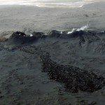 Es wurde eine alte Eruptionsspalte reaktiviert. Deutlich ist der frische Lavastrom zu erkennen. © Marc Szeglat