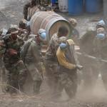 In einem Kraftakt retteten Soldaten den Wein aus der Winzerei. © Marc Szeglat