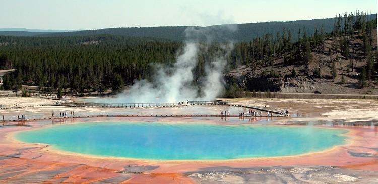 Heiße Quellen und Geysir als Spuren des Vulkanismus im Yellowstone Nationalpark. © Marc Szeglat