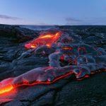 Vom Pu'u O'o aus strömt die Lava Richtung Ozean. © Marc Szeglat