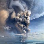 Aschewolke des Taal-Vulkans.