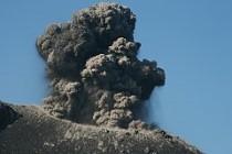 Ascheeruption am Anak Krakatau