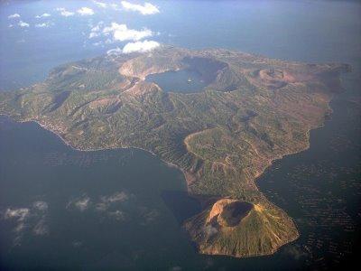 Die Vulkaninsel in der Caldera
